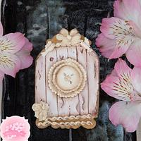 Vintage Birdhouse Cookie with a Royal Icing Wood Effect