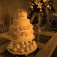 VINTAGE WEDDING CAKE...