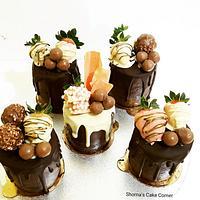Mini  chocolate drip cakes