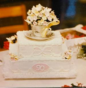 A Cup of Flowers - Cake by Julia