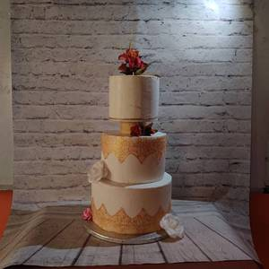 Gold lace Wedding Cake - Cake by Dr RB.Sudha