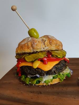 Cheeseburger and Onion Ring CAKE!  - Cake by Cake! By Jennifer Riley