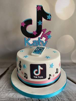 Katy's Tik Tok 14th birthday cake - Cake by Roberta