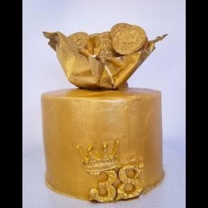 24k Gold! - Cake by Jenn Szebeledy  ( Cakeartbyjenn_ )
