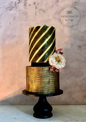 Striped Sugarsheet - Cake by SugarfanciesbyPooja