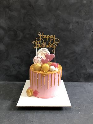 Gold drip cake - Cake by miracles_ensucre