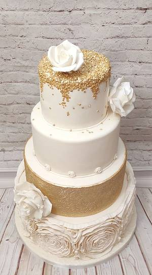 Ivory and gold wedding cake - Cake by Rositsa Lipovanska
