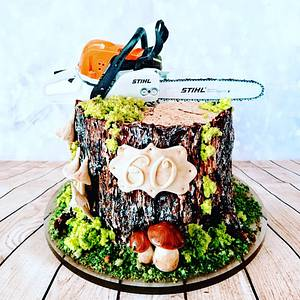 Stump with chainsaw - Cake by alenascakes