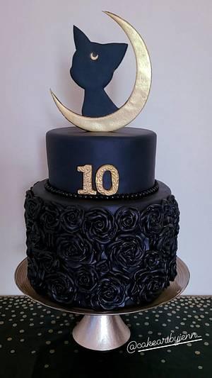 Luna  - Cake by Jenn Szebeledy  ( Cakeartbyjenn_ )