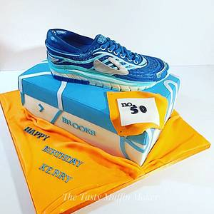 Brooks Trainer cake  - Cake by Andrea