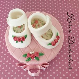 Fondant baby shoes - Cake by Karen Dodenbier