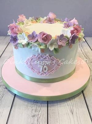 Pretty pastel cake - Cake by Dinkylicious Cakes