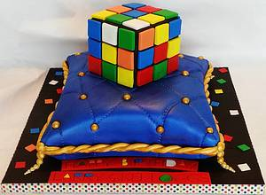 Rubik's Cube On Pillow - Cake by Enza - Sweet-E