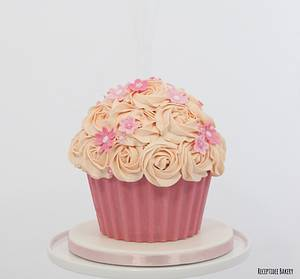 Giant cupcake (cake smash) - Cake by Sandra - Receptidee Bakery