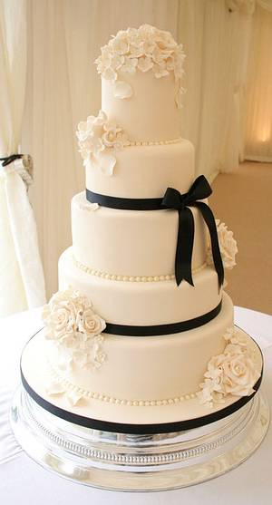 Ivory floral wedding cake - Cake by allaboutcake