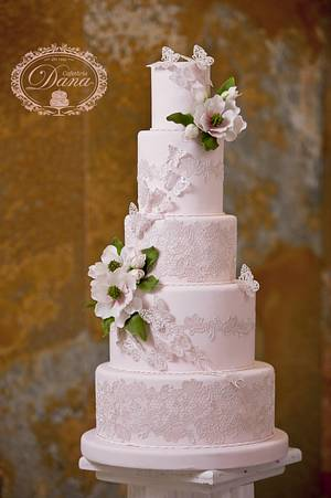 Sugar lace and magnolia wedding cake - Cake by Cofetaria Dana