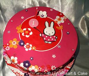 Pink Miffy cake - Cake by LonsTaartCake