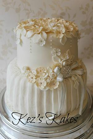 Simply pretty ivory and champagne wedding cake - Cake by Kerry Rowe