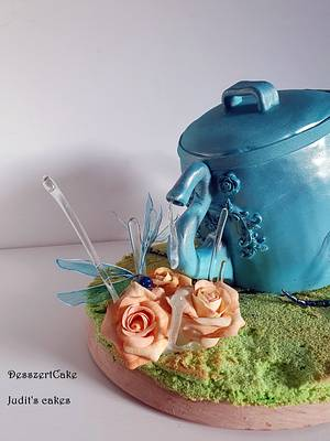 Wateringcan cake with dragonfly and roses - Cake by Judit