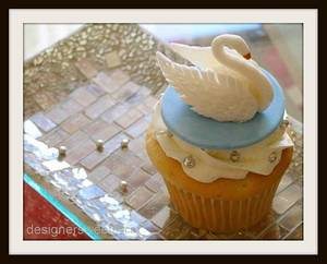 White Swan - Cake by DesignerSweets