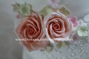 Wedding cake and roses - Cake by Zoe's Fancy Cakes