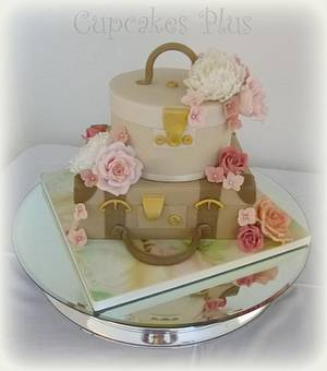 Suitcase and hat box wedding cake - Cake by Janice Baybutt