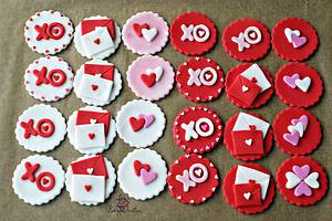 Valentine's Day Cupcake toppers - Cake by Lisa