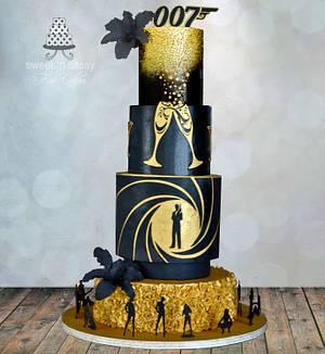 Black & gold 007 - Cake by Sandy Lawrenson - Sweet 'n  Sassy