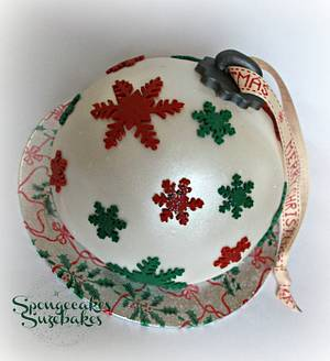 Red & Green Christmas Bauble Cake - Cake by Spongecakes Suzebakes