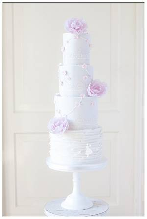 Pure and a touch of pink - Cake by Taartjes van An (Anneke)