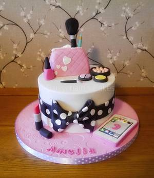 Makeup and phone cake - Cake by Daisychain's Cakes