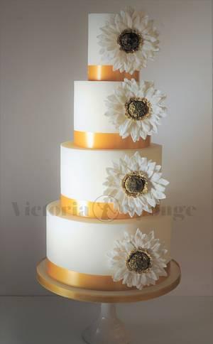 White Gerbera - Cake by Victoria Forward