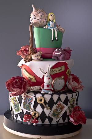 Alice and The Red Queen - Cake by AysemOztas