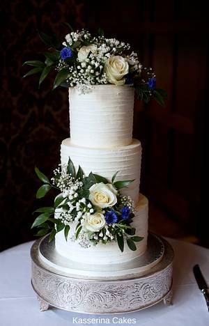 Buttercream wedding cake with fresh flowers - Cake by Kasserina Cakes