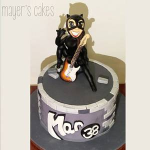 Catwoman rocks a Stratocaster - Cake by Mayer Rosales   mayer's cakes