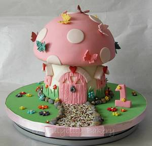 Fairy toadstool - Cake by Dawn