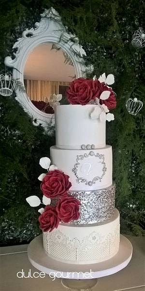 Red roses for Valentina - Cake by Silvia Caballero
