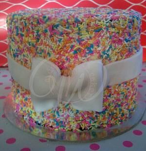 Sprinkle and Bows - Cake by Rezana