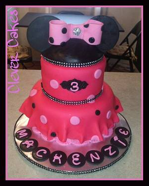 Blingy Minnie Cake - Cake by Carrie Freeman