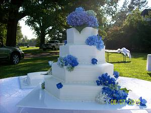 Wedding Cake for Qrtly Awards - Cake by Chris Jones