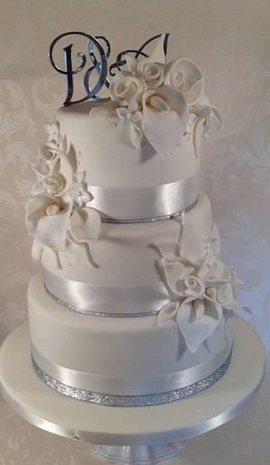 White calla spray cake, sparkle n all ! - Cake by Claire