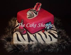 Make-up and high heel cake  - Cake by THE CAKE SHOPPE