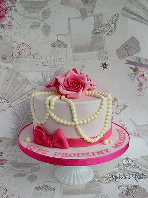 Roses and pearls - Cake by Aurelia's Cake