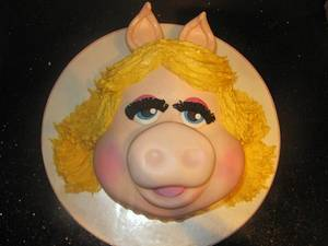 miss piggy/ Kermit and animal  - Cake by d and k creative cakes