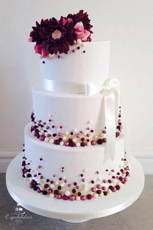 Gerberas, roses and pearls - Cake by Cupcakelicious