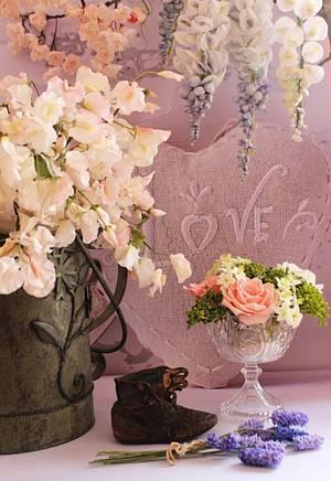 Grannie's favorite flowers. - Cake by Siobhan Buckley