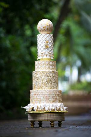 MODERN WEDDING CAKE - Cake by Dhanashree