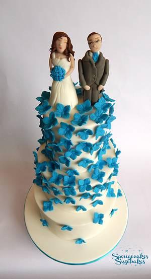 White & Blue Wedding Cake - Cake by Spongecakes Suzebakes