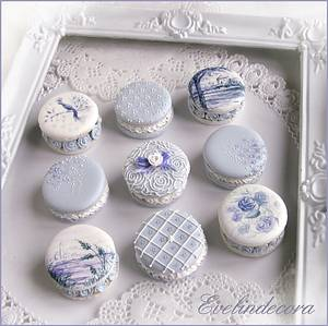 Decorated cookies that look like macarons 💙 - Cake by Evelindecora