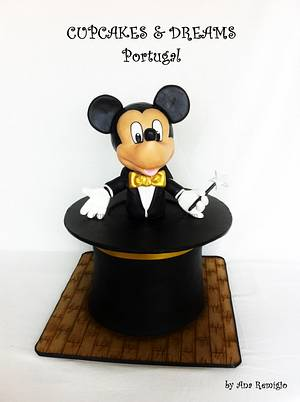 MICKEY MOUSE THE MAGICIAN - Cake by Ana Remígio - CUPCAKES & DREAMS Portugal